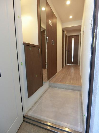 リバーウエストC館:玄関にはシューズボックスがあり靴もスッキリ収納可能です!