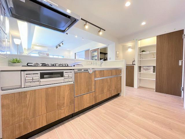 リバーウエストC館:あると便利な食器洗浄機付きの対面式システムキッチンです!