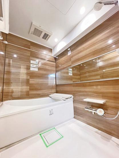 リバーウエストC館:雨の日のお洗濯ものを干すにも便利な浴室乾燥機・追い焚き機能付き浴室です!
