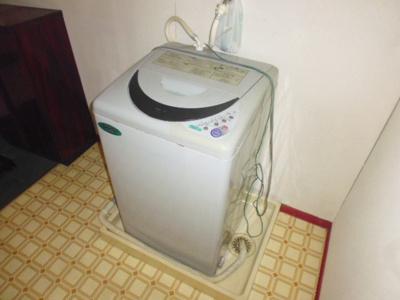洗濯機置き場(洗濯機残置物)