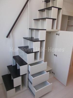 ハーモニーテラス高松Ⅱの収納付階段★