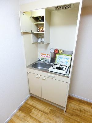 1口ガスコンロ付きのキッチンです!場所を取るお鍋やお皿もすっきり収納できます♪自炊生活で楽しく健康に☆
