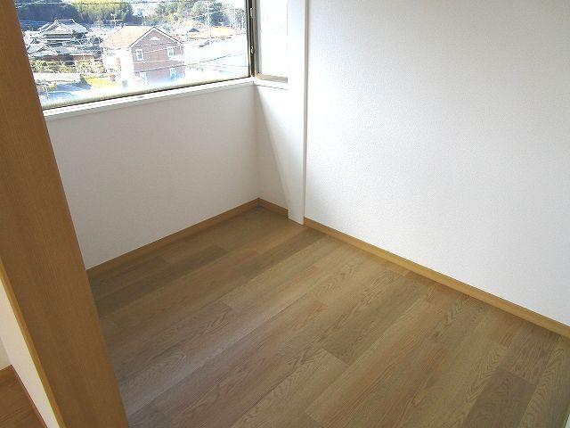2階 洋室にウォークインクローゼット