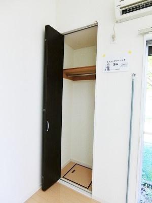 人気のバストイレ別です♪横にはタオルを掛けられるハンガーもあります♪