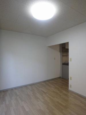 収納スペースのある南向き洋室6帖のお部屋です!お荷物の多い方もお部屋が片付いて快適に過ごせますね♪※参考写真※