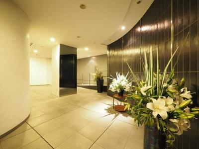 鉄筋コンクリート造地下1階付地上7階建てのマンション。