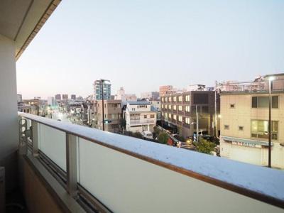 住戸からの眺望の様子です。目の前に遮る建物もなく見晴らし良好。