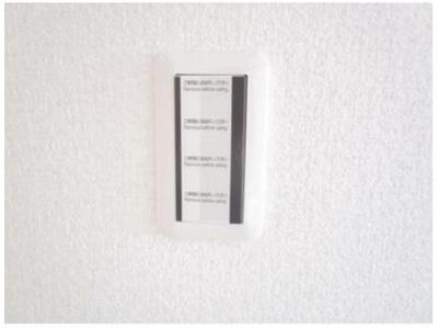 照明などのスイッチパネルはワイドタイプに交換しています。