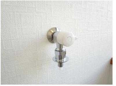 洗濯機用の水栓と排水口は新品に交換しました。
