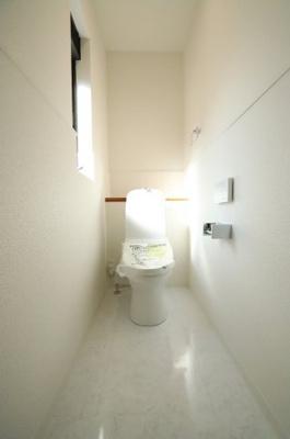落ち着いた色調のトイレです 三郷新築ナビで検索