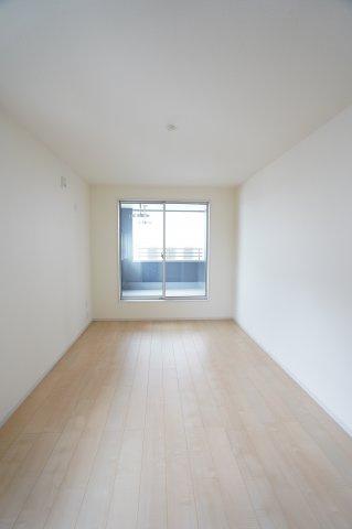 2階7.5帖 シンプルなお部屋です。どんな家具でも映えます。