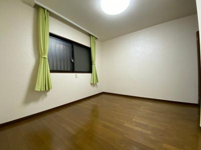 主寝室におすすめの洋室です。