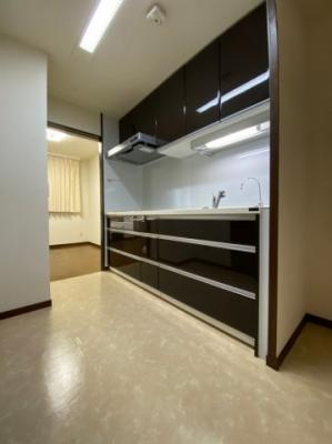 2WAYキッチンは忙しい奥様の動線をしっかり確保されています。