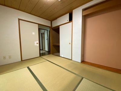 床の間も備わった和室です。