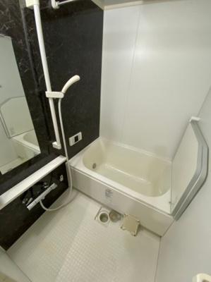 広々とした浴室は毎日の疲れをしっかり癒してくれます。