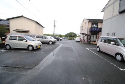 【駐車場】ボーントマトタウン