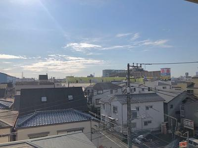 周辺には高い建物もなく、開放感のある眺望です。