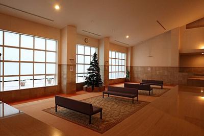 まるでホテルのような高級感のあるマンションロビーですね。