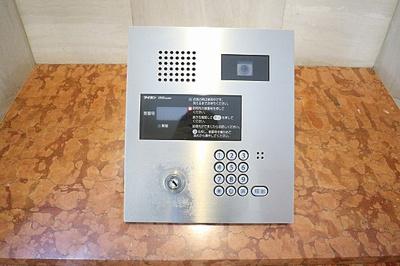 オートロックシステムでセキュリティにも配慮されています。