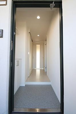 玄関たたきは汚れが目立ちにくい素材を選んでます。