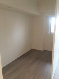 イメージ家具がない時の洋室です。ウォークインクローゼットもあるので、収納にも困らないと思います。