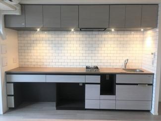 キッチンも広々使用でき、今話題のリモートワークに最適なデスク付キッチンです!