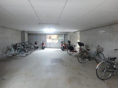 バイク置場、駐輪場の空き状況等、詳細についてはお問い合わせ下さい。