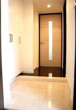 高級感漂う玄関スペース(同タイプ別室参考写真)