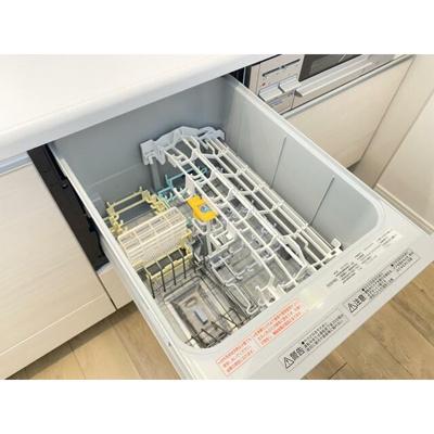 家事の時短に役立つ食洗機付きのシステムキッチンです。