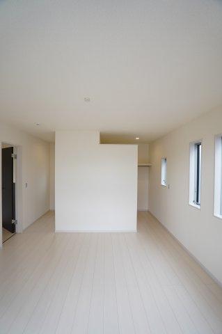 8帖 WICが2ヶ所あるお部屋です。すっきりと片付けられます。