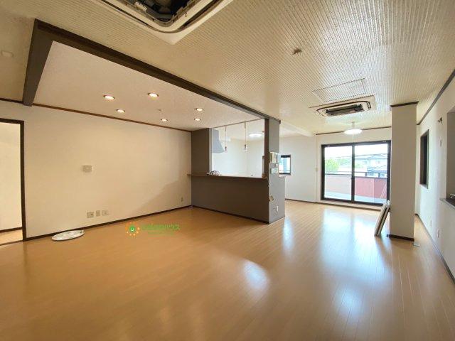 【居間・リビング】久喜市青毛1丁目 店舗付き中古戸建て
