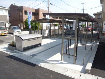 敷地内専用ゴミステーション、駐輪場