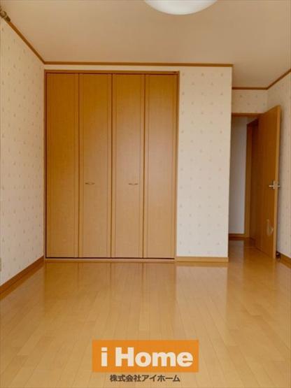 1階洋室 約6.6帖 2面採光のため陽当り&通風良好なお部屋です!