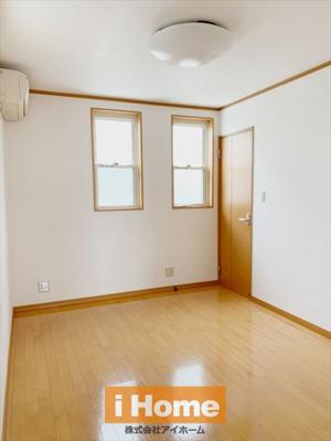 2階洋室 約6帖 大容量の収納が付いています!