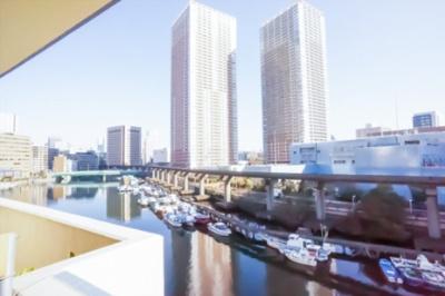 東側眺望。眼下には芝浦西運河を望みます。