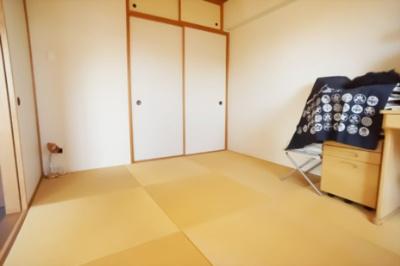 琉球風の半畳の畳のお洒落な和室。