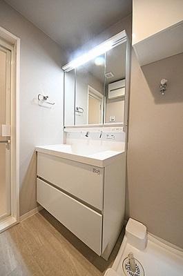 洗面室は洗面化粧台と洗濯パンを交換しております。