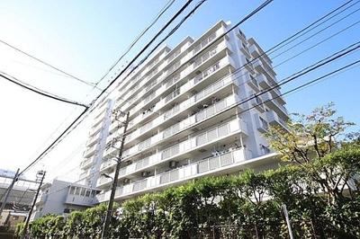 11階建、総戸数95戸のマンションです。