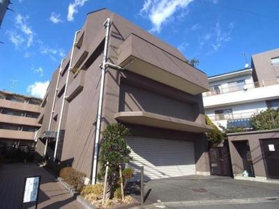 平成8年11月築5階建マンション。物件は3階部分です。