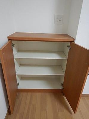 デッドスペースを作らず、使い方自由なリビング収納