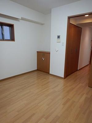 真ん中のお部屋にも窓を設け通風採光の工夫があります