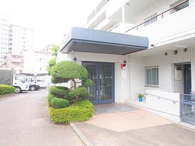 総戸数47戸、鉄筋コンクリート造の地上6階建マンション。