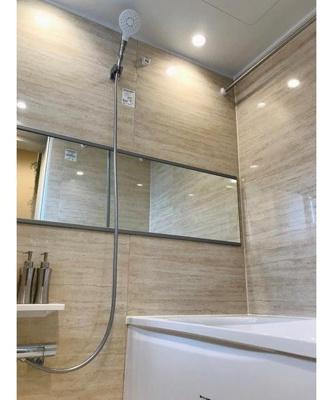 雨の日にも嬉しい浴室乾燥機付きのお風呂です。