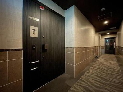 プライバシーが確保された内廊下構造のマンション。