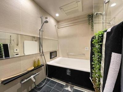 浴室水栓・鏡交換済、ゆったりとした空間で疲れを癒せます。