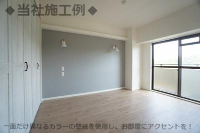 ◆当社施工例◆一面だけ異なるカラーの壁紙を使用し、お部屋にアクセントを!