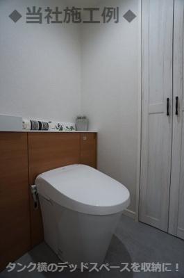 ◆当社施工例◆タンク横のデッドスペースを収納に!お掃除用具やトイレットペーパーなどのストック類を収納できます。