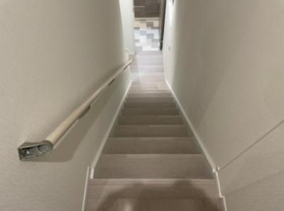 ちょっとした階段下階段上のデッドスペースを利用した収納があるのが嬉しいですね♪