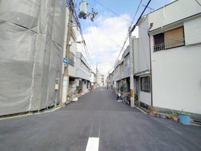前面道路の幅員もあり、お車の出し入れも楽ですね。閑静な住宅街ですので、静かな暮らしを求める方におすすめします。