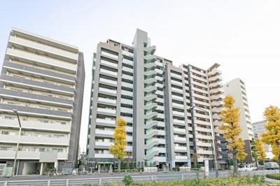 京王線「府中」駅徒歩約4分、通勤通学に便利な立地。